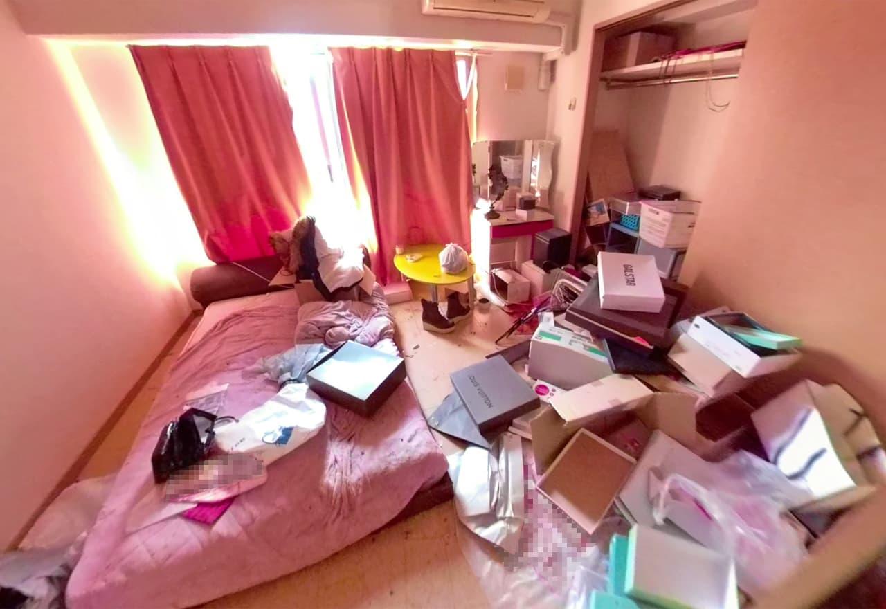 片付け前の寝室の様子