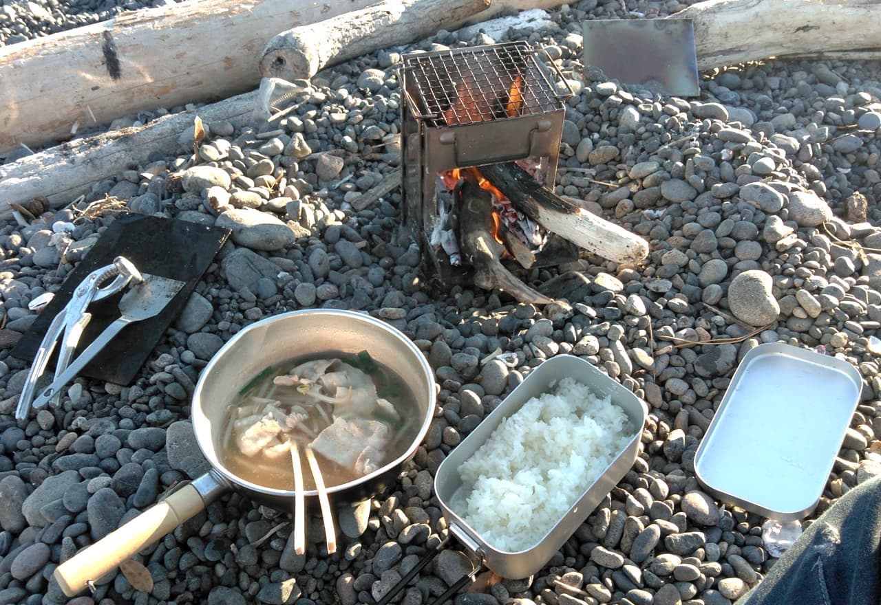野宿での朝食の写真