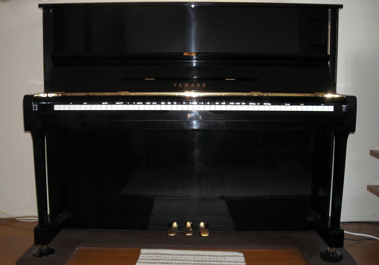 アップライトピアノの写真