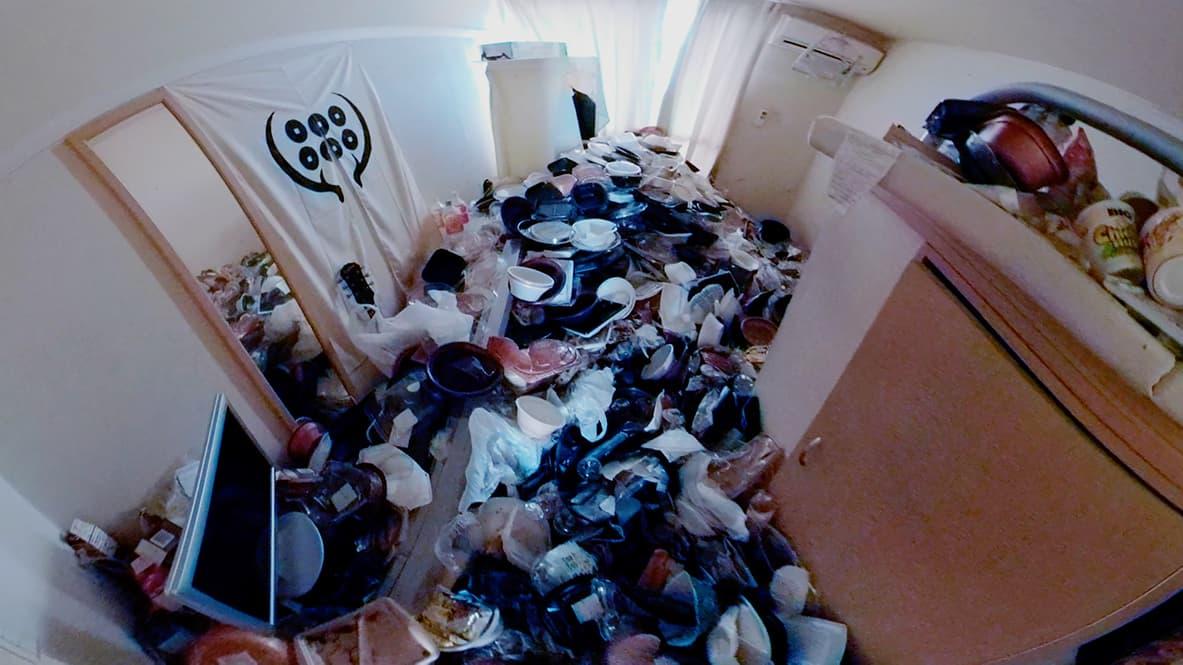【岡崎市ワンルーム】テイクアウトの容器でいっぱいのリビングの写真