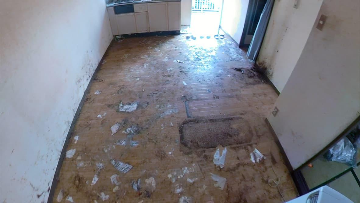 掃除前の床の写真