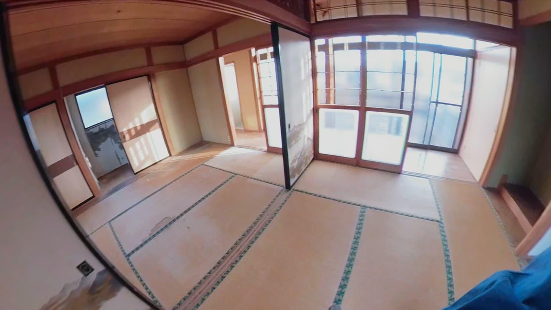 遺品整理の片付けが済んだあとの2階の和室(奥)の写真