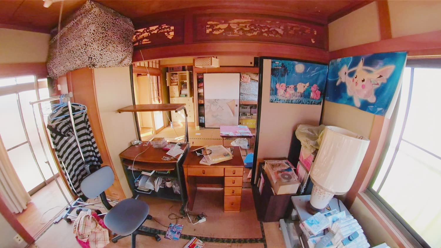 遺品整理前の2階の和室(手前)の写真