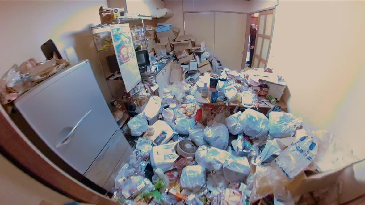 【豊田市豊田市2DK:片付け前】モノで溢れたダイニングキッチンの写真