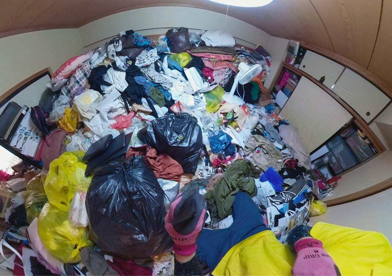物が多すぎる部屋の写真1