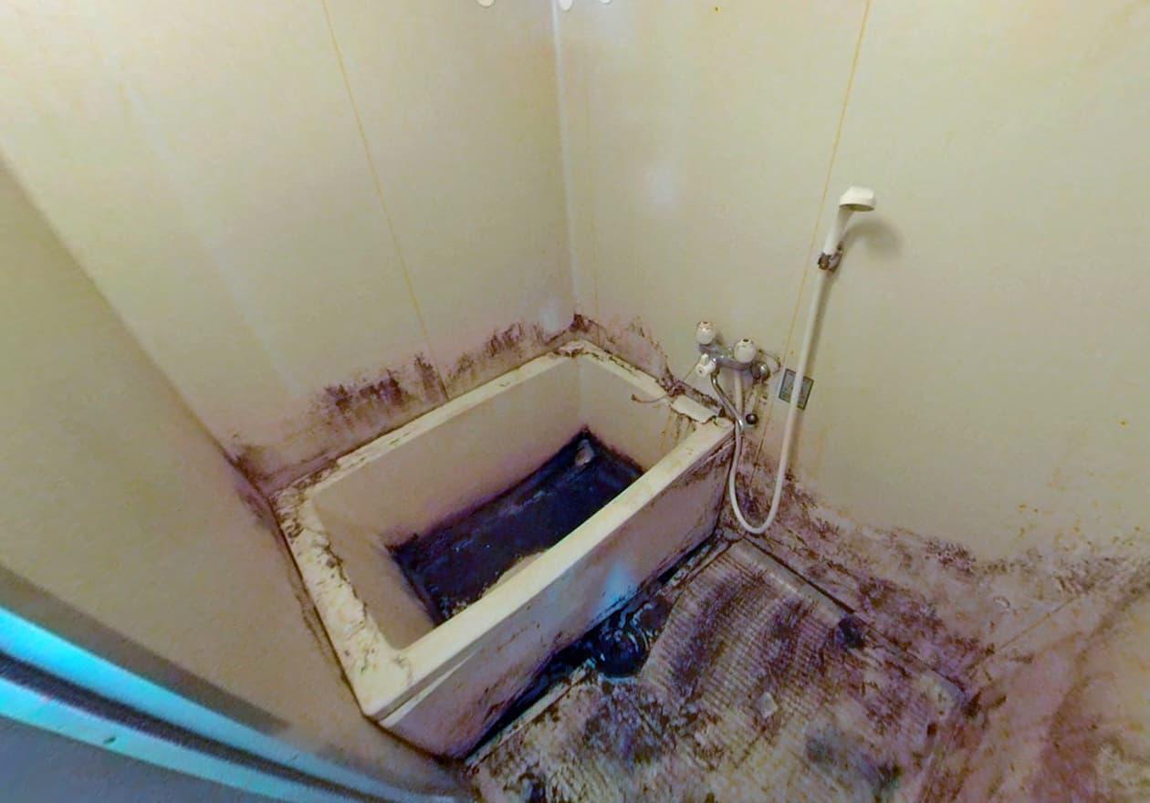 片付け2日目、片付けた後のお風呂の様子